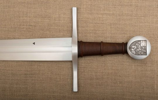 Épée (détails du pommeau) : G. Fabre ; Gravure : S. Bougault ; Fourreau : D. Humbert