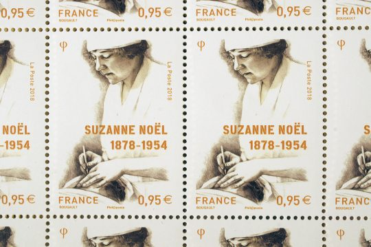 Portrait de Suzanne Noël, planche de timbres-poste